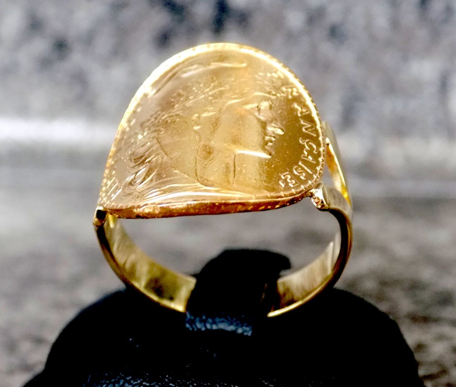 bague en or en forme de piece